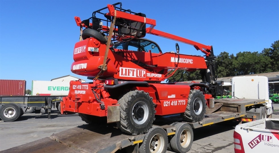 Manitou rotating telehandler for hire in Cape Town