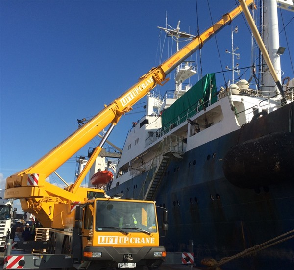 Liebherr crane for hire in Cape Town offloading a ship