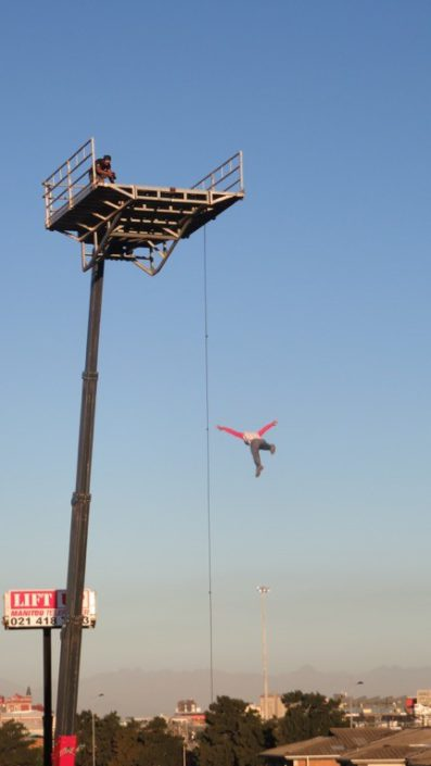 Mobile crane for stunt dives