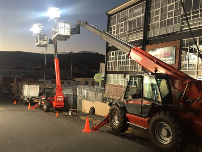Mobile crane for lighting movie sets
