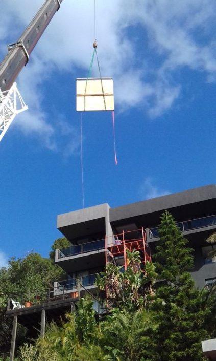 Mobile crane lifting window panes