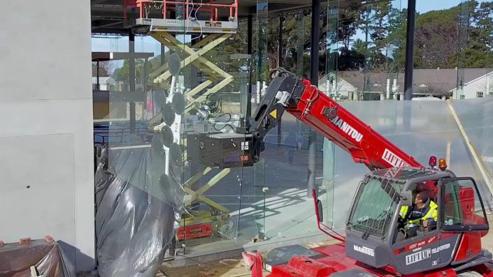 Telehandler lifting glass panes with vacuum lifter