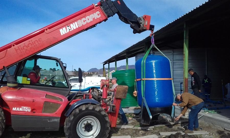 Mobile crane moving filtration unit