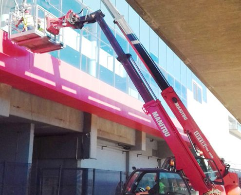 Lifting glass panes with a mobile crane