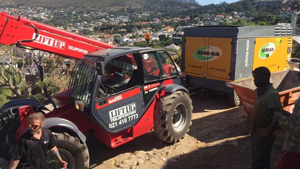 Mobile crane telehandler pushing generator