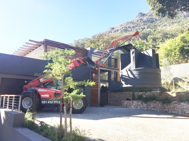 Mobile Crane for Lifting Water Tanks in Cape Drought | Liftup